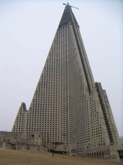 http://elpajarillo.files.wordpress.com/2009/09/ryugyong-hotel1.jpg