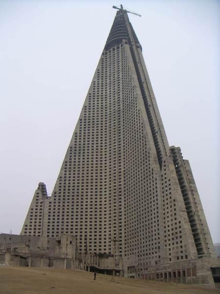 ryugyong-hotel[1]